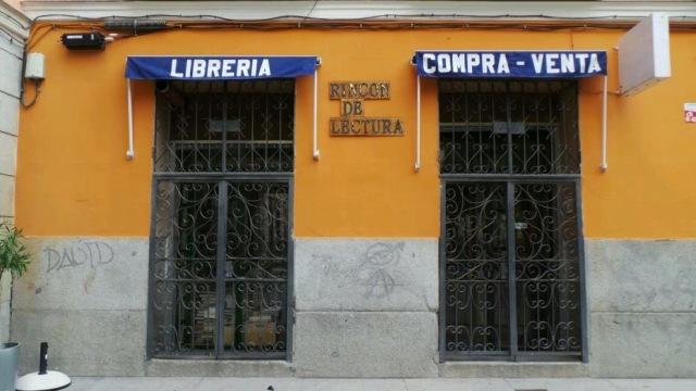 Fuente: http://bachilleratocinefilo.blogspot.com.es/2014/08/rincon-de-lectura-madrid-comprando.html