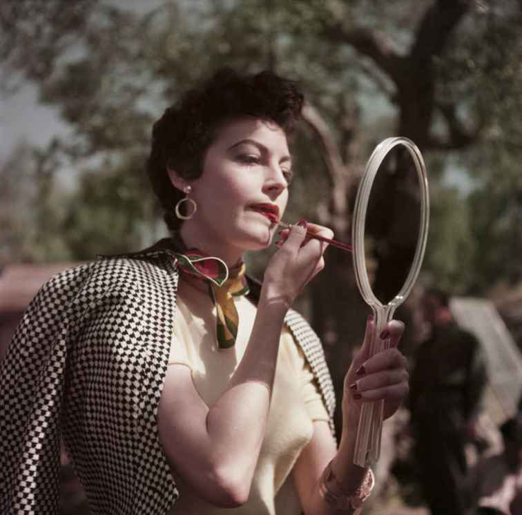 ava-gardner-capa-color